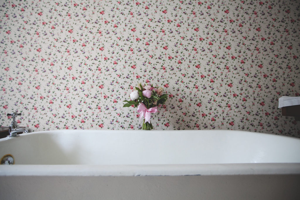 red and white floral patterned wallpaper with a bouquet of flowers