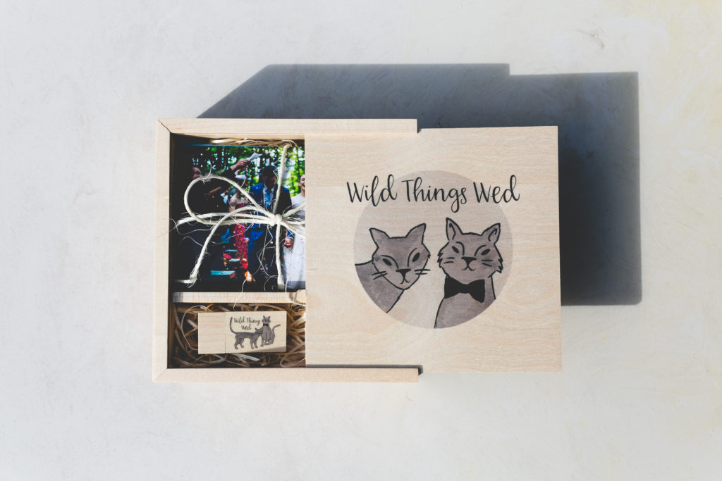 Beautiful wooden slide box with USB and 6x4 prints