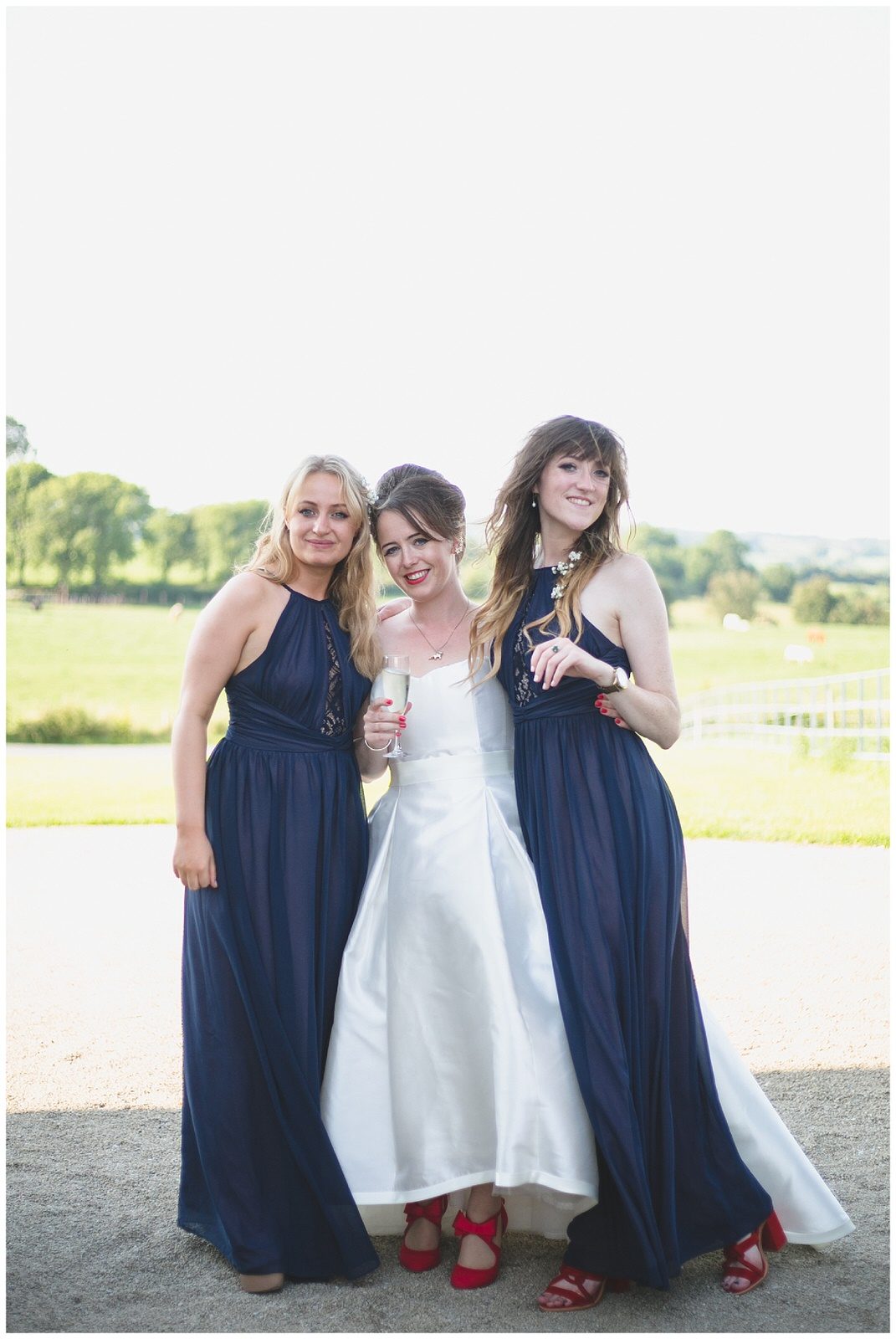 Wild Things Wed Photography - Portrait of stunning bride and bridesmaids